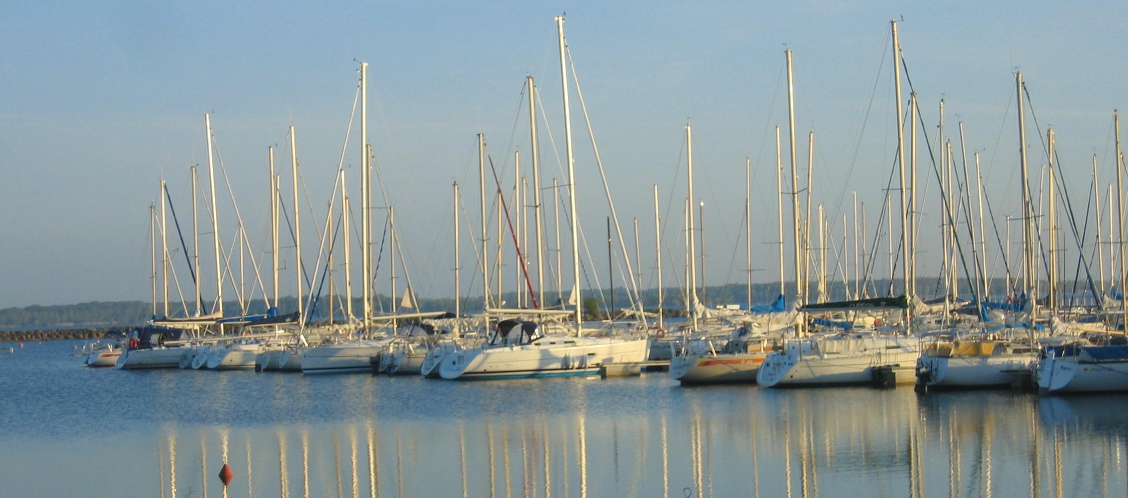 Voiliers sur le lac de Mesnil Saint Père